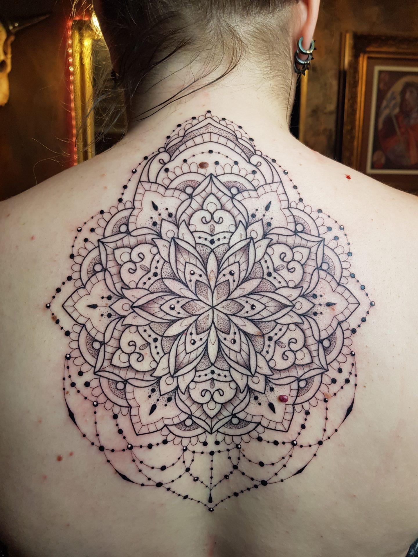 Mandala Na Plecach Avalan Tattoo