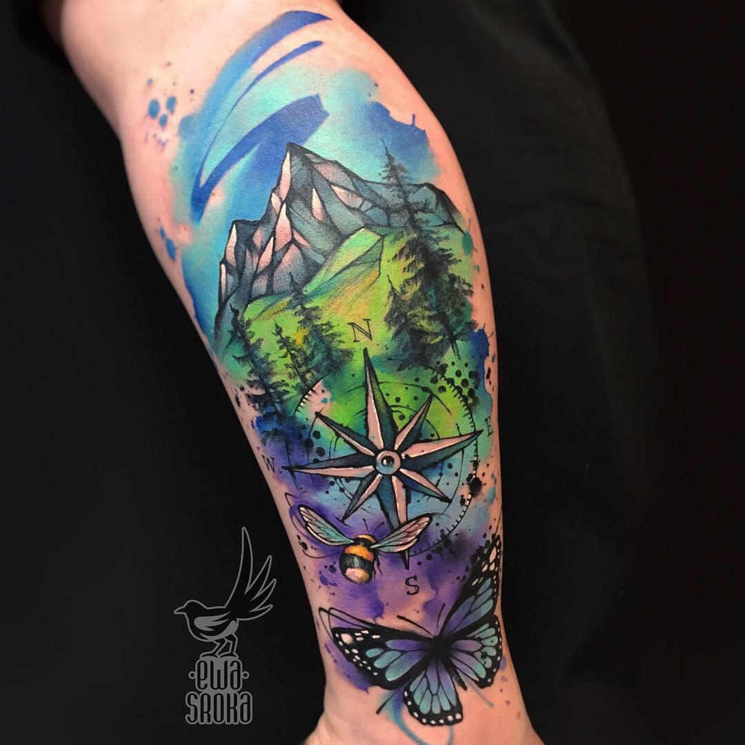 Tatuaż z motywem gór w stylu Watercolor, który wykonała Ewa Sroka