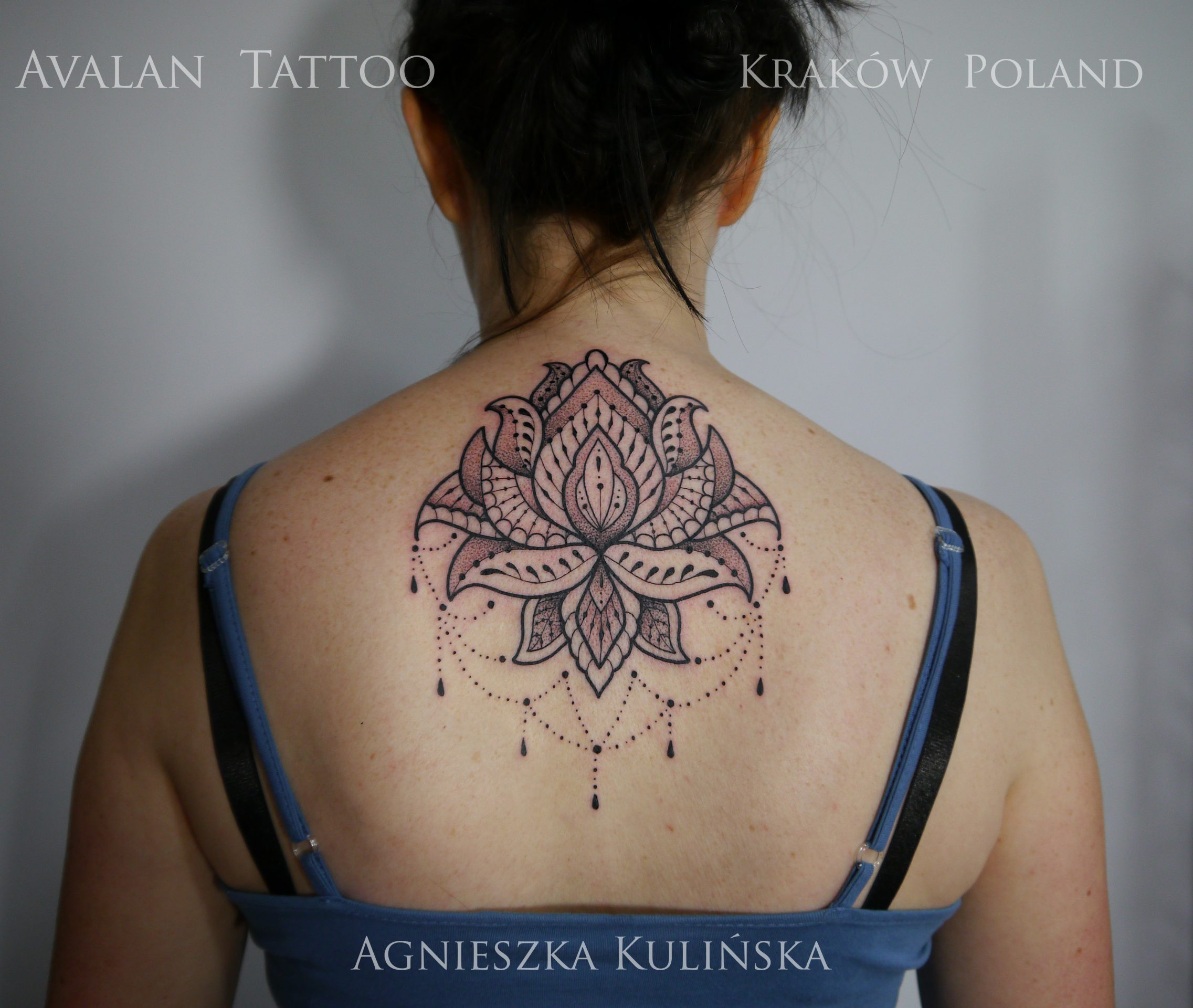Lotos Na Plecach Avalan Tattoo